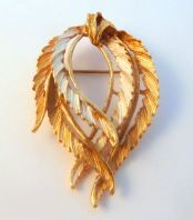 Vintage Draped Laurel Wreath Style Brooch By Hollywood.